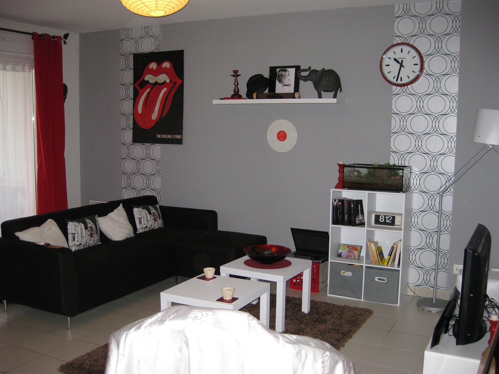Salon moderne noiretblanc for Modele decoration sejour